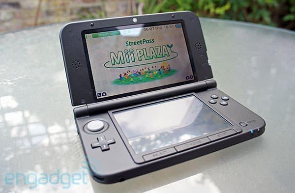 La pantalla superior de Nintendo 3DS XL no se mancha como la de 3DS