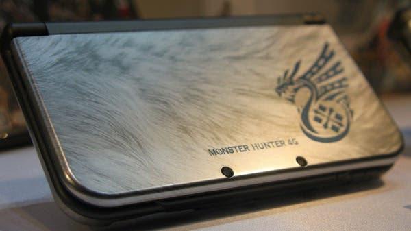 Imágenes de la New Nintendo 3DS XL edición especial 'Monster Hunter 4G'