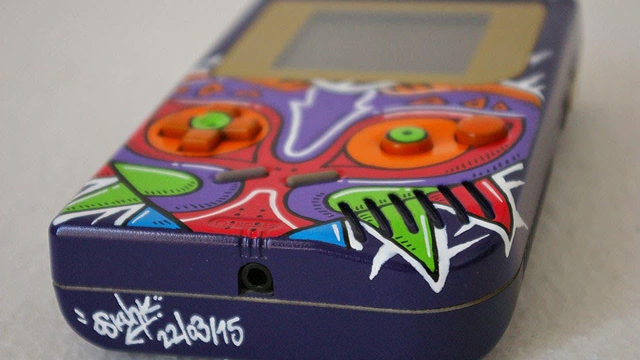 Un usuario personaliza su Game Boy al estilo 'Majora's Mask'