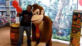 Se disfraza de Donkey Kong para Nintendo y acaba lesionado