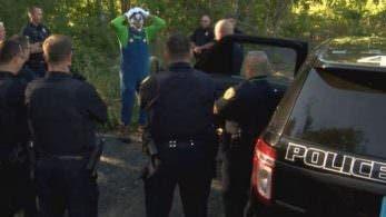 Este vídeo nos muestra cómo detienen a un payaso terrorífico vestido de Luigi