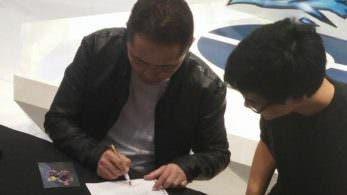 Un fan hace firmar a Masuda un dibujo de las evoluciones filtradas de los Pokémon iniciales de Alola