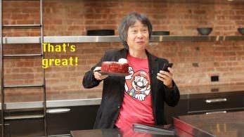 Observa a Miyamoto jugando a 'Super Mario Run' mientras se come una tarta