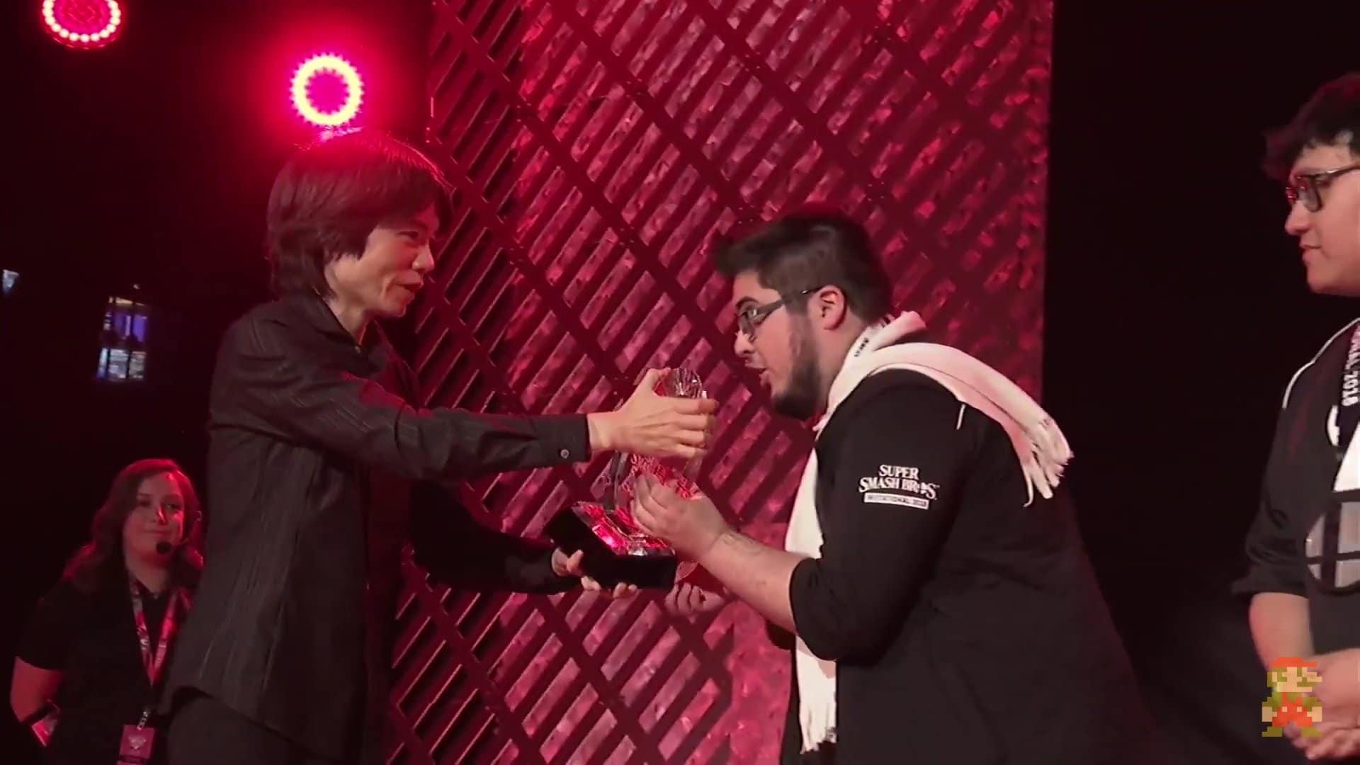 ¿Por qué lleva bufanda el campeón del Super Smash Bros. Invitational?