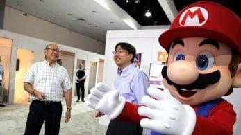Tatsumi Kimishima pasa el testigo de la presidencia de Nintendo a Shuntaro Furukawa jugando a Mario Tennis Aces