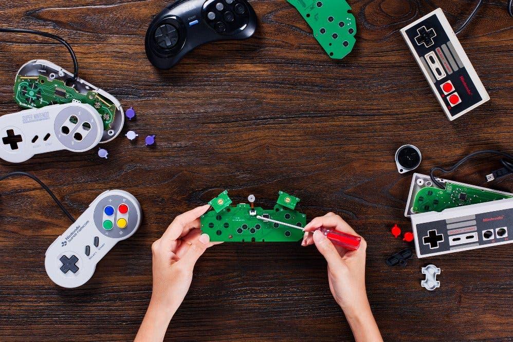 Un mod-kit de 8Bitdo convierte ciertos controladores en mandos inalámbricos