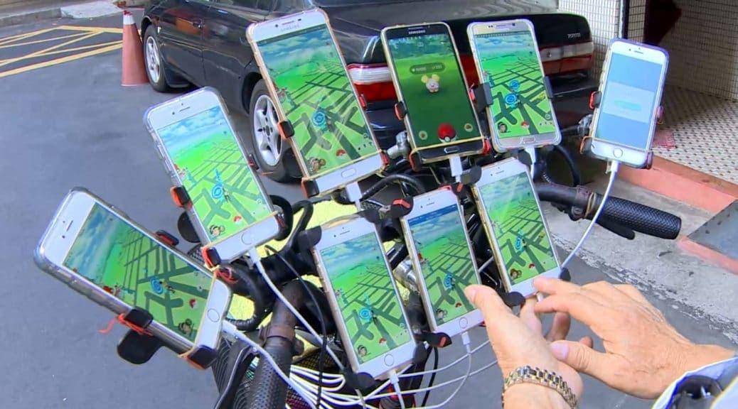 Abuelo instaló 11 celulares en su bicicleta para buscar Pokémon