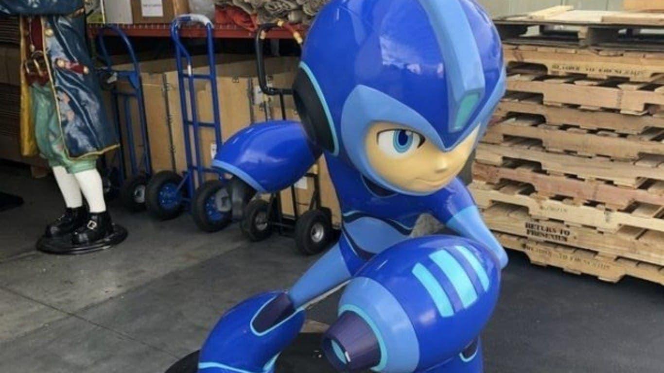 Esta estatua de tamaño real de Mega Man: Fully Charged se está ofreciendo en eBay por 10.000$