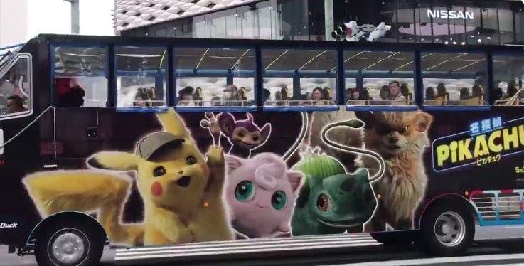La campaña publicitaria para Pokémon: Detective Pikachu invade los negocios y autobuses de Japón