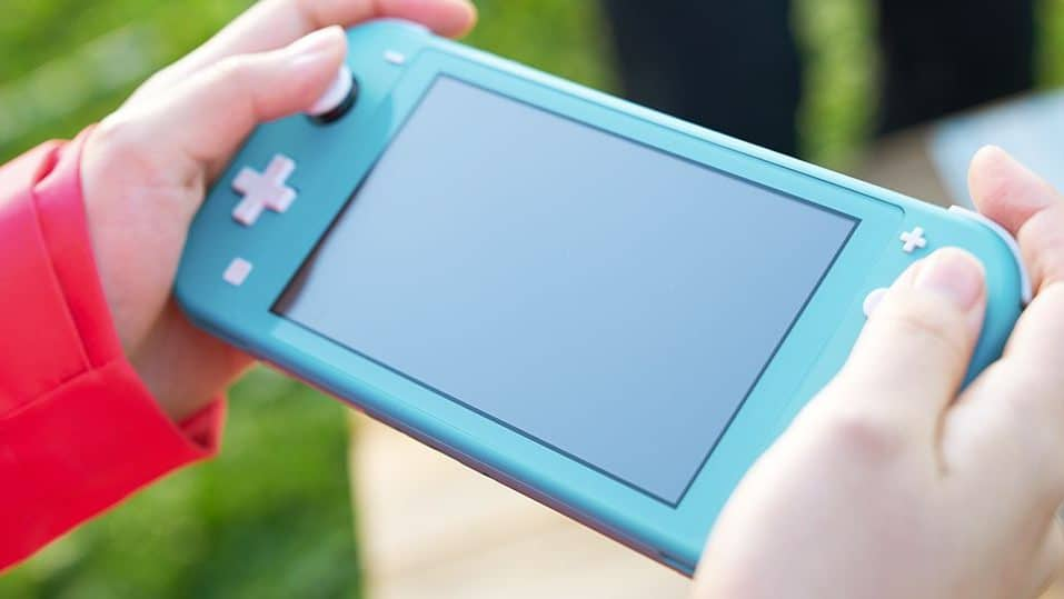 Comparan los sticks analógicos de Nintendo Switch Lite con los de los Joy-Con