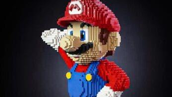 Esta estatua de tamaño real de Super Mario creada con piezas de LEGO es absolutamente genial, aunque su precio no lo es tanto